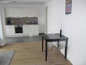 Einliegerwhg.-Wohnbereich mit Blick zum Küchenbereich (1)