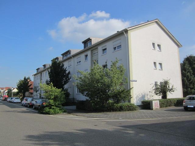 Mannheim rheinau 2 zimmer im dg eines 8 parteien hauses gem tliche kleine wohnung hauser for Eigentumswohnung mannheim